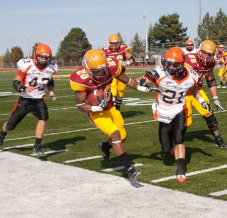 Homecoming Victory: Sophomore running back Tyler Thomas outruns the Oiler defense in the homecoming football game on Saturday. The Bulldogs defeated Findlay 23-10, bringing the Bulldogs overall record to 5-1 this season. Photo By: Kate Dupon   Photo Editor